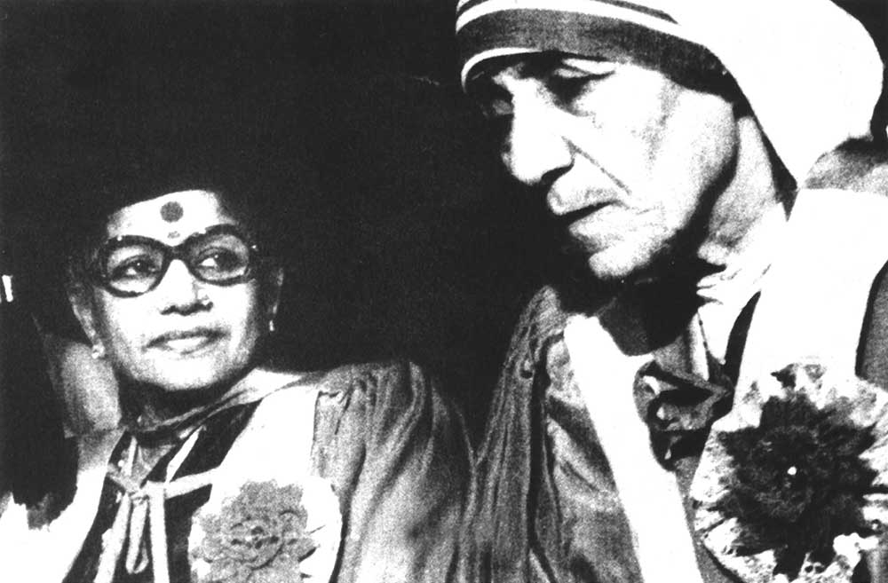With Mother Theresa, receiving an honorary doctorate from Delhi University in 1973